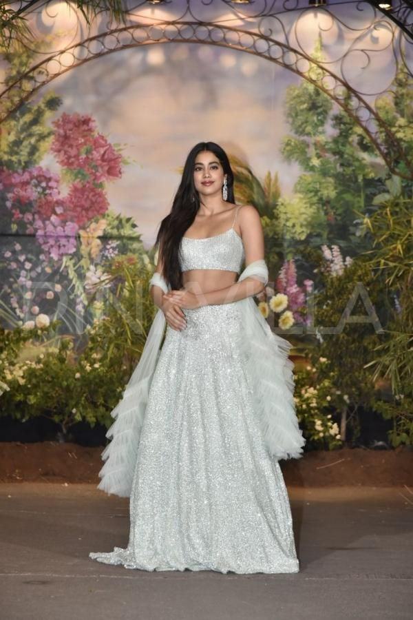 Sonam Kapoor Anand Ahuja Reception Janhvi Kapoor And Khushi Kapoor Look Like A Vision In Traditional Outfits Indian Wedding Reception Outfits Traditional Outfits Indian Attire