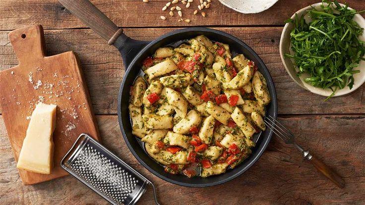 Włoskie smaki w Kuchni Lidla! Wypróbuj przepis na razowe gnocchi z pesto z rukoli i pieczonej papryki!