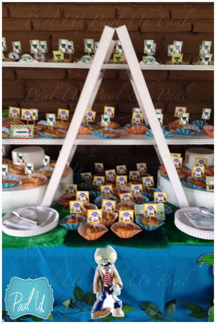 13 best images about plantas vs zombies for Mesas para bar