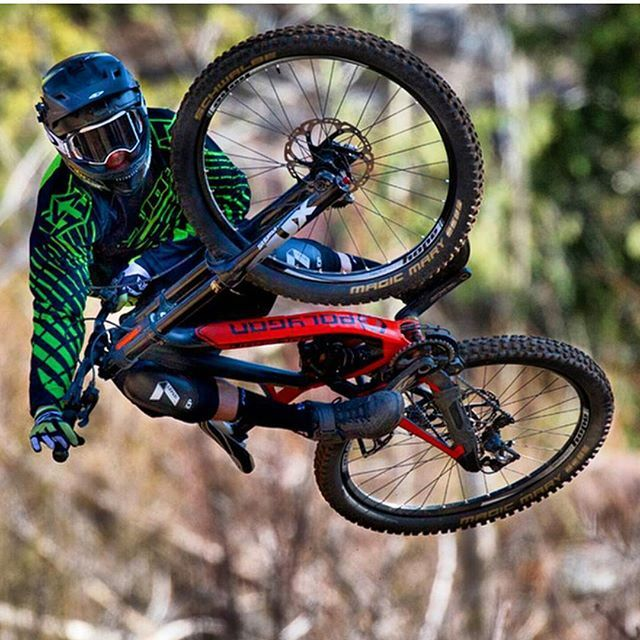 Starting the week remembering this sick whip by @kurtsorge with his sick Polygon DH9 Colosus. Photo by @gibbymtbphoto nice one! #downhilladiction