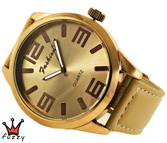 Γυναικείο ρολόι, με μπρονζέ κάσα και μπεζ χρώμα στο εσωτερικό του, με μεγάλα νούμερα. Λουράκι δερματίνης σε μπεζ χρώμα. Διάμετρος καντράν 50 mm.