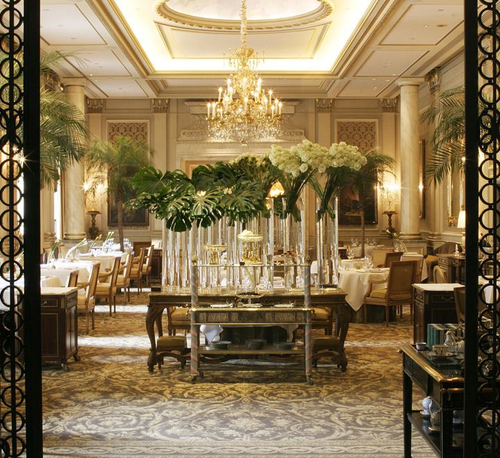 "The Restaurant ""Le Cinq"" environment"