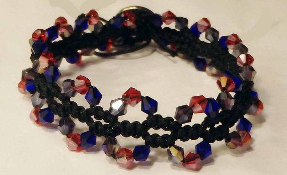 Vierkante knoop macrame armband met kristal kralen en knop