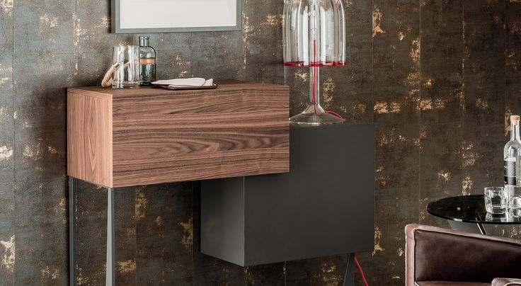 Make your contemporary home into an entertainment hub for your family and guests with the beautiful Portos Bar Cabinet from Cattelan Italia.