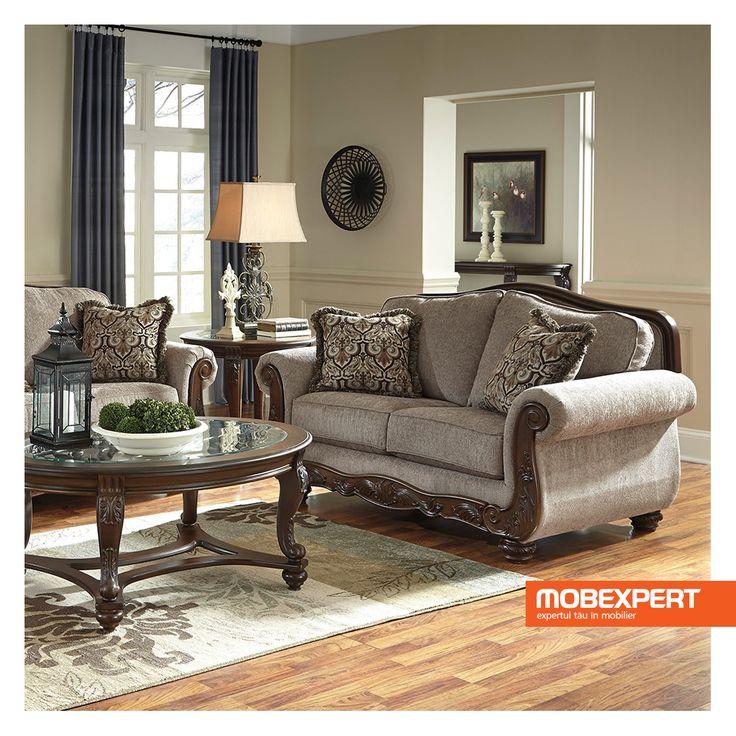 Canapeaua Cecily imbina perfect aspectul elegant al stilului clasic cu functionalitatea ridicata a pieselor moderne de mobilier.