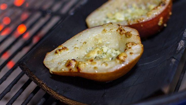 Partiamo in dolcezza con pere grigliate e Gorgonzola. http://winedharma.com/it/dharmag/luglio-2014/pere-grigliate-con-gorgonzola