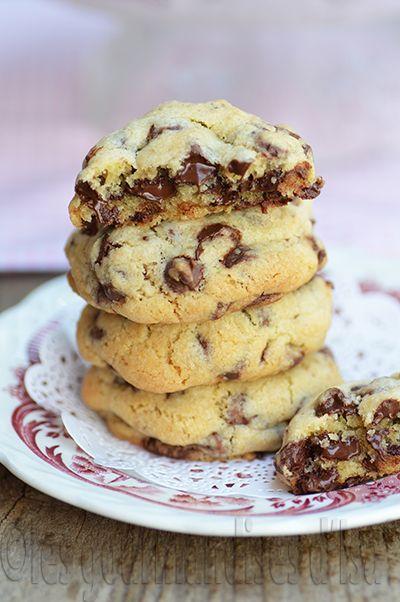Ha les biscuits aux pépites de chocolat ! J'ai deux amateurs à la maison qui guettent leur sortie du four quand j'en fais.  Quand j'écris...