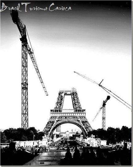 1887 - CONSTRUÇÃO DA TORRE EIFFEL