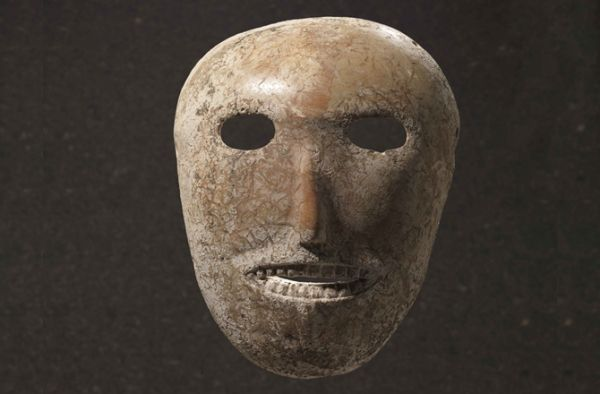 Maschera in stucco; 9500-9000 anni fa; stucco; Collection of Judy and Michael Steinhardt, New York/IMJ.