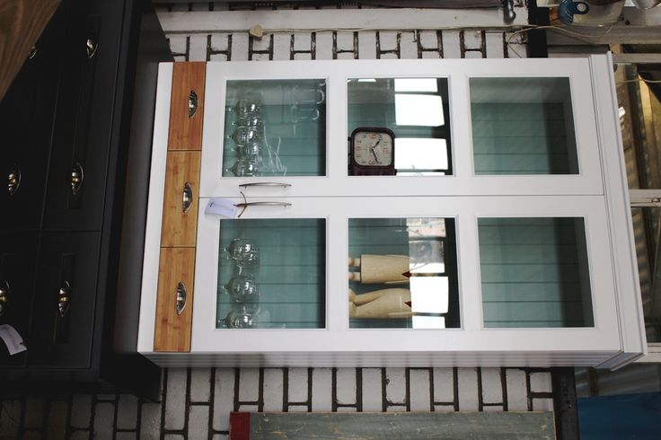 Display wall cabinet with bamboo drawers