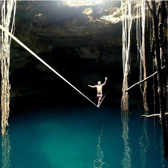 Saia da rotina! Explore novos picos para o seu treino. ✌ @marisuvargas #slackclick #slackline #waterline #natureza #esporte #equilíbrio #slacklining