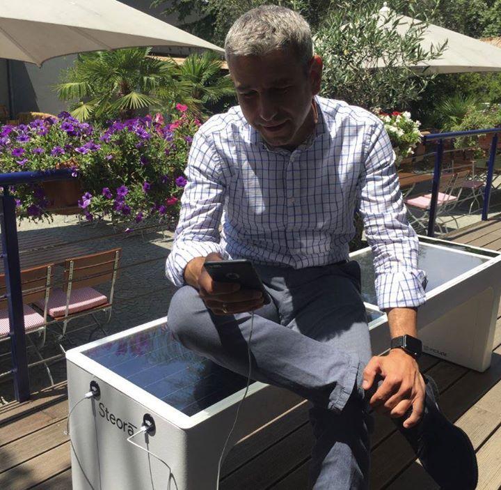 Te láttál már kültéri napelemes okos padot ? http://ahiramiszamit.blogspot.ro/2017/07/te-lattal-mar-napelemes-okos-padot.html