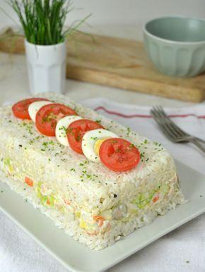 pastel frío de arroz con atún y surimi. Receta fácil paso a paso con vídeo