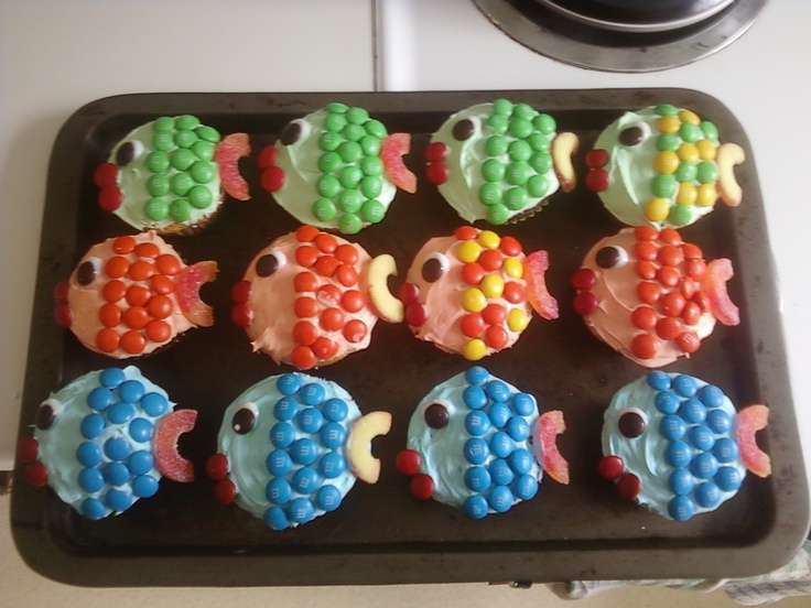 fishy cupcakes perfect for a kids party or the fisherman in your life