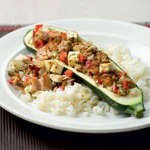 ***** Gevulde courgettes met tonijn: lekker, maar te veel vulling voor de hoeveelheid courgette.  Eén blikje tonijn is voldoende, feta erdoor is heel lekker.