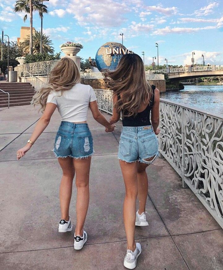 Me and Jessica at Universal Studios to meet some fans. I am so exited to meet yo… – Leny