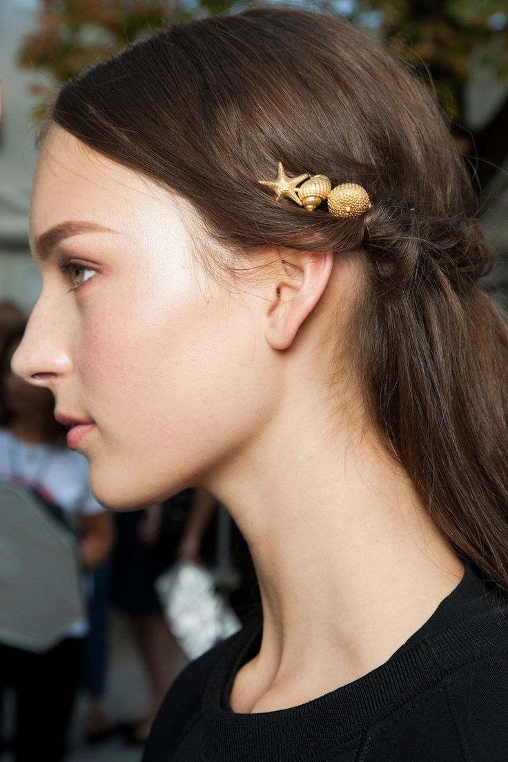 Spring 2015 Ready-to-Wear Valentino// Seashell hairclips//