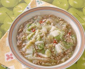 豚ひき肉のうまみと炒めた白菜の甘みがからみあっておいしさ満点。ごま油の風味と唐辛子の辛みがポイント。