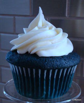 Juneberry Lane: Superbowl Showdown: Blue Velvet Cupcakes (that's right, BLUE!) and FREE Printables!!!!