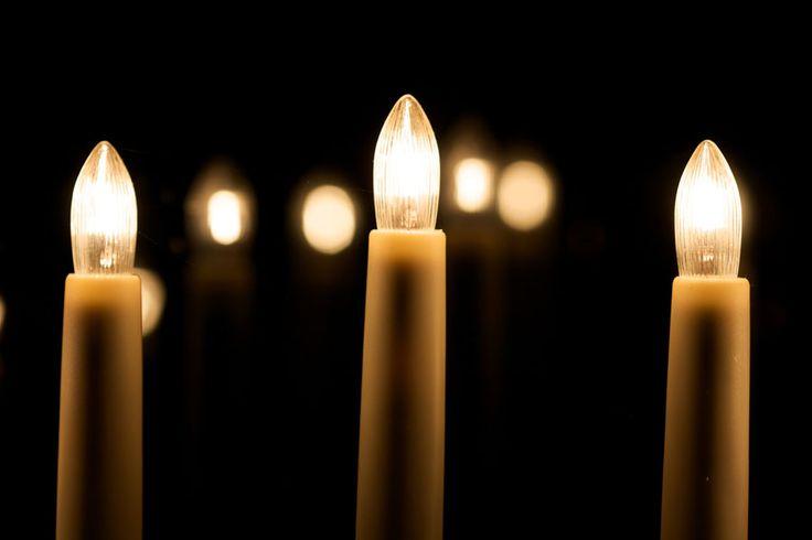 ***¿Cómo hacer velas eléctricas? (con una lámpara)*** Te enseñamos cómo crear una lampara para crear una ambientación estilo vela. Especial para eventos como Navidad o Año Nuevo.....SIGUE LEYENDO EN.... http://comohacerpara.com/hacer-velas-electricas--con-una-lampara-_5061h.html