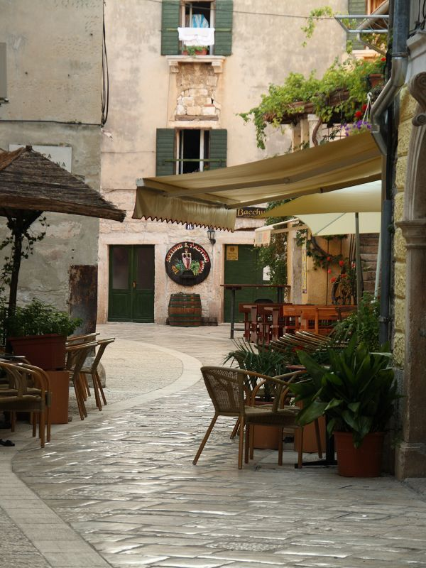 Can anyone tell me where this restaurant is?? I know it is in Porec, Croatia but what is it called??