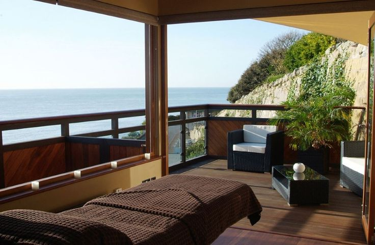 Royal Hotel, Ventnor, Isle Of Wight, UK, England. Hotel. Staycation. Travel. Sea View. Pets Welcome. garden. Swimming Pool. Golf Nearby. Coast Nearby. Children Welcome.