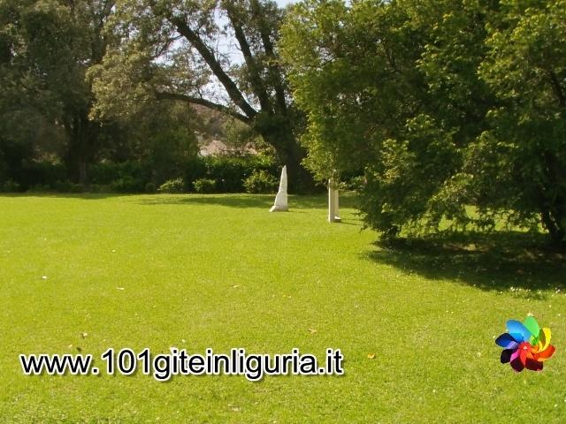 http://www.101giteinliguria.it/index.php/ce-il-sole/genova/465-il-parco-di-arenzano