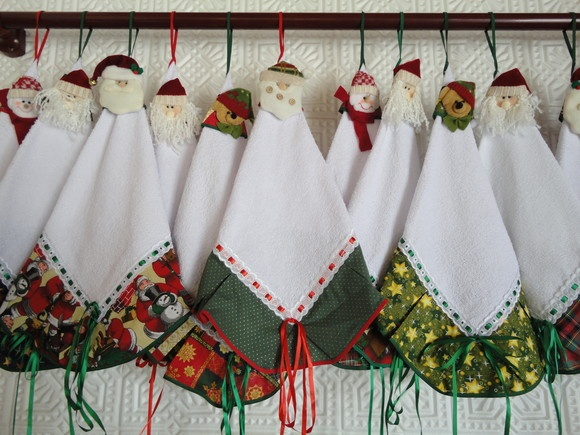 White toweling with barred printed Christmas motif, passing tape and removable garnish with various reasons (Santa, bear, snowman).