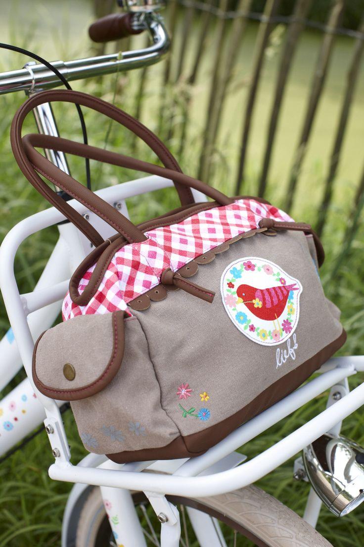 Een fietstas(je) als schooltas. Niet alleen superleuk, maar ook wel zo veilig; Geen hengsels tussen de spaken!