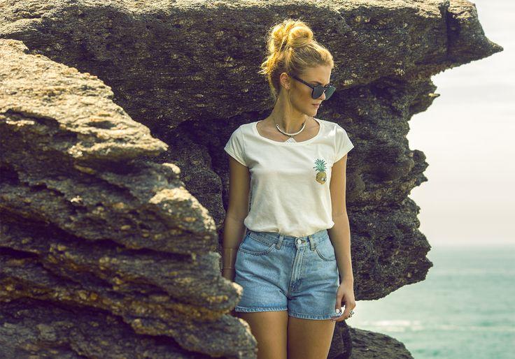 Verão 2016 na praia da Joatinga. #lab77 #labsetesete #lifeismydope #riodejaneiro #errejota #rj #camisetas #graphictee #tshirt #tee #cropped #abacaxi #caveira #abacaveira #pineapple