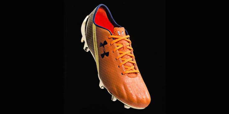 'Young CR7' signature boots