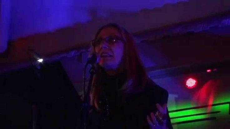 Irelfaustina Bermejo recitando en Bullas