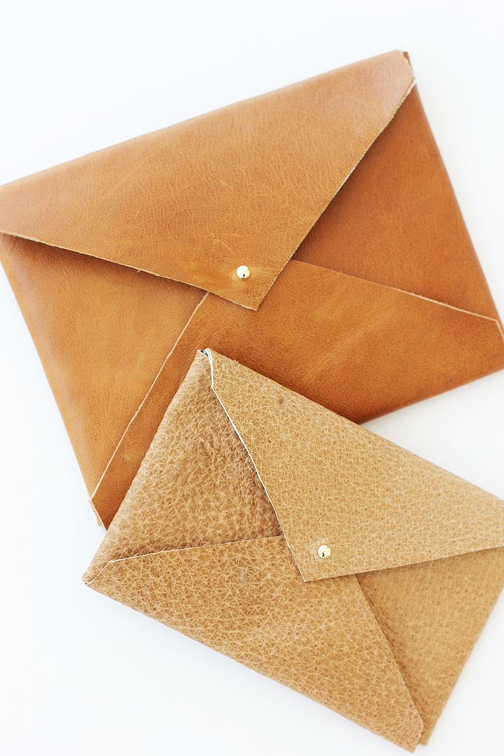 Learn how to make this DIY leather envelope clutch on Alice & Lois: easy to make, would last a lifetime, inexpensive, great!.