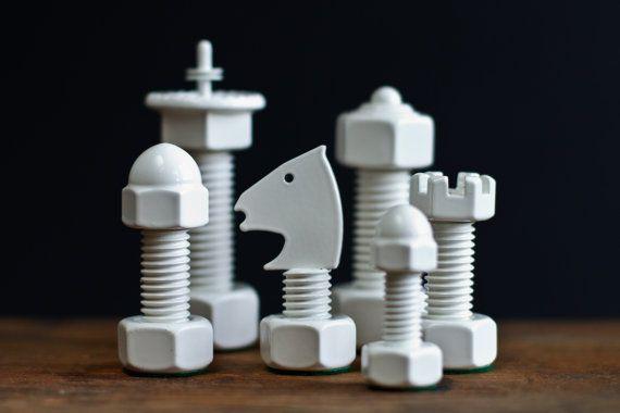 Mit Kopf und Hand. Schach-Design: Weiß matt.