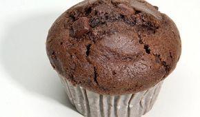 Huuuuummmmm! Só começando o post assim para dizer o quanto essa receita fica gostosa! Perfeito para lanche da tarde ou café da manhã, esse muffin tem em média 130 calorias, 3.5 gramas de gordura, 8.8 gramas de carboidrato e 10.3 gramas de proteína cada unidade. Você pode fazer de chocolate com pasta de amendoim ou …