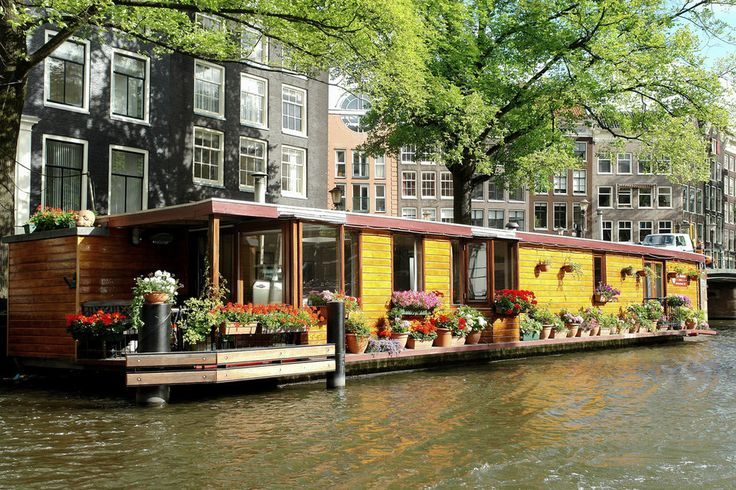 And the houseboats look pretty too. | 46 Reasons You Should Never Leave Amsterdam  http://facebook.com/damsterdamer