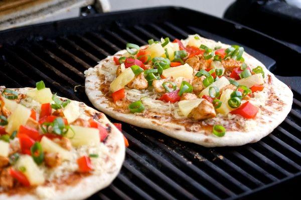Bar-b-que pizza dough: Pizza Crusts, Dough Recipes, Pita Pizza, Last Minute Bbq, Pizza Dough Bbq, Lastminut Bbq, Grilled Pizza, Bbq Pizza Dough, Breads Dough