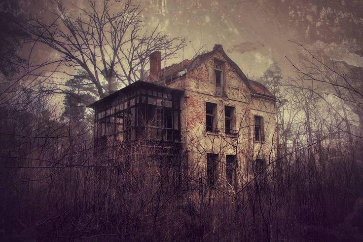 Trick or treat.  #neirawypełzaznory  #horror #spooky #ghosts #hauntedhouse #abandoned #villa #mobilniopuszczone
