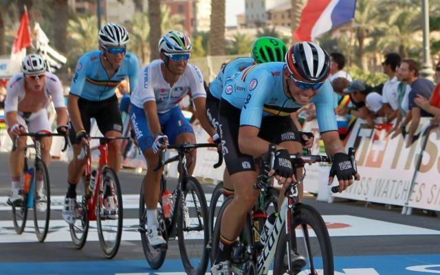 Suivez les Mondiaux de cyclisme en direct: un groupe de 25 coureurs, avec cinq Belges et Sagan, va se disputer la victoire -                  Suivez les derniers kilomètres de la course en ligne messieurs des championnats du monde de cyclisme. Une échappée de 25 coureurs, avec cinq Belges et le champion du monde sortant Peter Sagan, va se disputer la victoire.  http://si.rosselcdn.net/sites/default/files/imagecache/flowpublish_preset/2016/10/16/1254642427