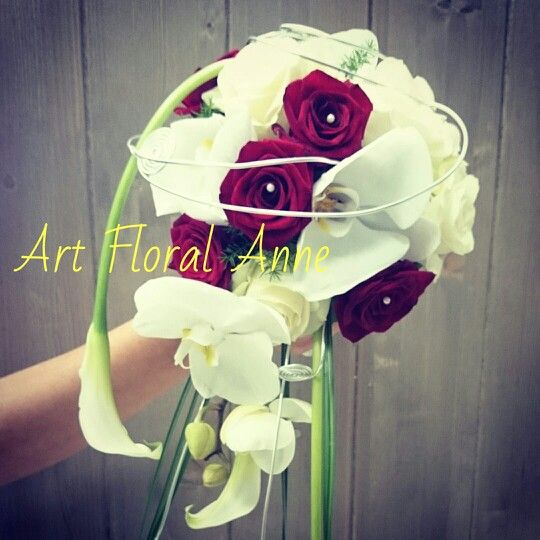 bouquet de mari e rouge et blanc avec orchid e. Black Bedroom Furniture Sets. Home Design Ideas