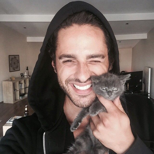 Kedimi daha tatlı Ekin mi ??                           ♥♥♥