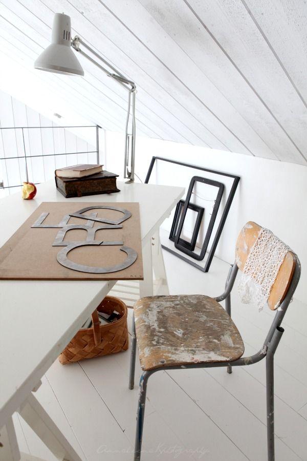 attic roomSimple Desks, Attic Addict, Attic Spaces, Interiors Obsession, Dreams Attic, Attic Room, Interiors Living, Bedrooms Furniture, Attic Ii