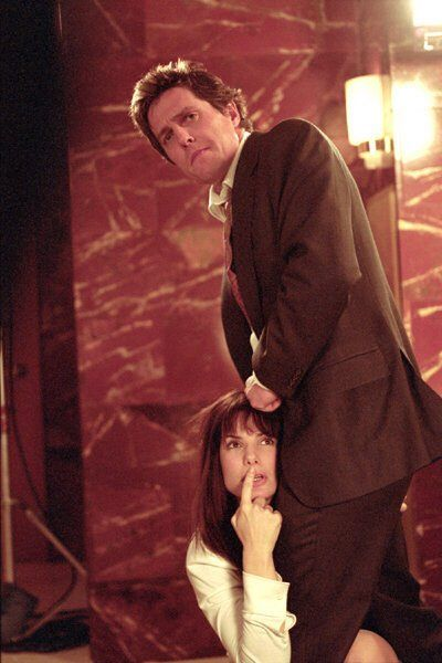 Still of Sandra Bullock and Hugh Grant in Любовь с уведомлением (2002)