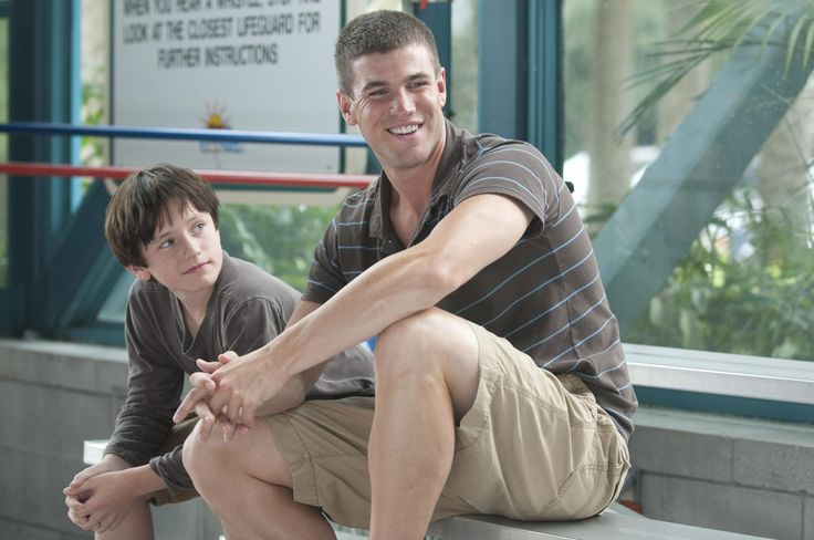 Still of Nathan Gamble and Austin Stowell in Dolphin Tale (2011) http://www.movpins.com/dHQxNTY0MzQ5/dolphin-tale-(2011)/still-135576576