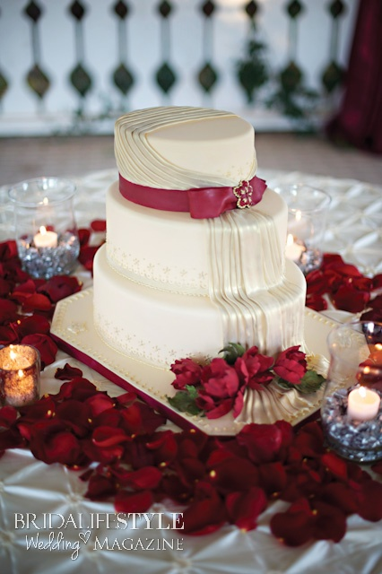 Red and Ivory wedding cake. Cake by Gypsy Cakes / http://www.gypsycakes.net | Photography by Kristina Gaines Photography / http://www.kristinagainesphotography.com | Venue Walnut Creek Chapel / http://www.walnutcreekchapel.com | Linen by Soiree Events Rental / http://www.soireeokc.com