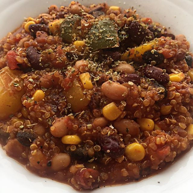 Mixed Bean and Quinoa Chili for cold days and sore heads 🤒🤧🍲  *  🌶 Black bean, kidney beans, pinto beans, butter beans 🌶 Courgette, peppers, sweet corn, garlic  🌶 Tinned tomatoes, water  🌶 Quinoa 🌶 Hot sauce, cumin, turmeric, chili powder, black pepper, salt, mixed herbs *  *  Great on its own OR make a burrito with some lettuce, guac, sour cream, cheese... what ever you put in your burritos! Don't want a burrito? Have a taco! 🤷🏼‍♀️ Add some brown rice or pasta! Use as the filling…