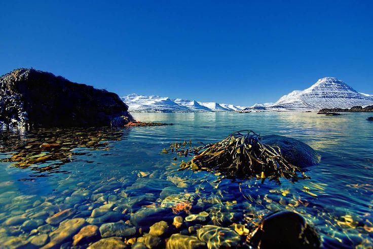 Spring snow covers the mountains around Reyðarfjörður © abe / Getty Images