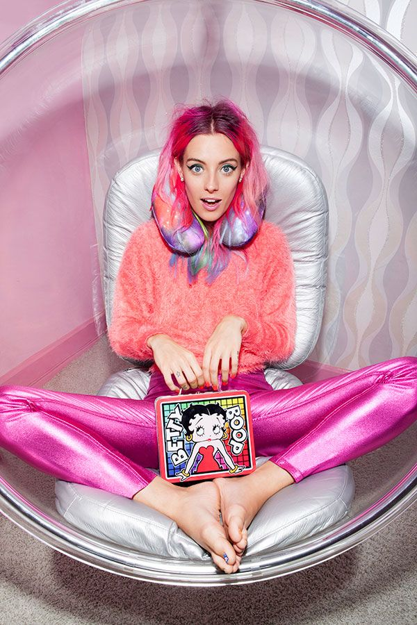 #ChloeNorgaard with the And Beyond Vibrating Neck Pillow & Betty Boop Retro Lunchbox