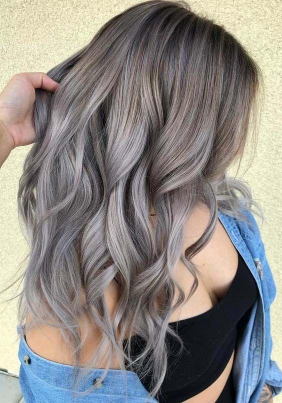 Hier zeigen wir Ihnen die besten Töne von aschblonden Haarfarben