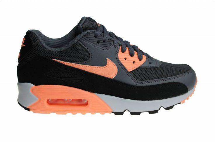 Nike Air Max 90 Essential voor dames in winterse kleuren. De licht oranje kleur knalt eruit. Verder zorgen de kleuren grijs en zwart voor een stoere look.